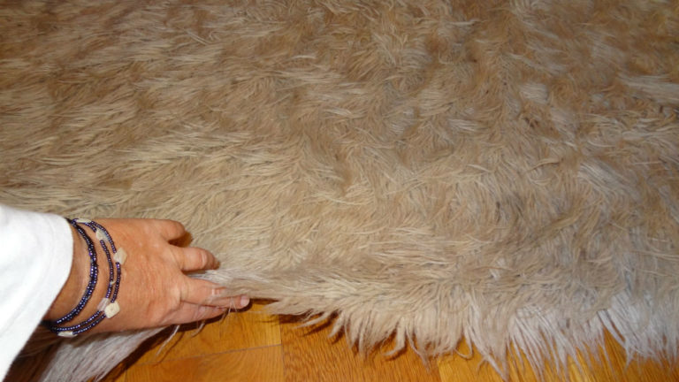 /files/animal-fur-rug.jpg