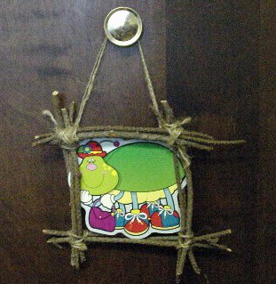 kids-crafty-stick-photo-frame.JPG