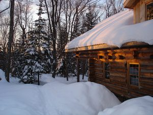 roof-snow-removal-by-Voyageur-Quest-and-the-Algonquin-Log-Cabin.jpg