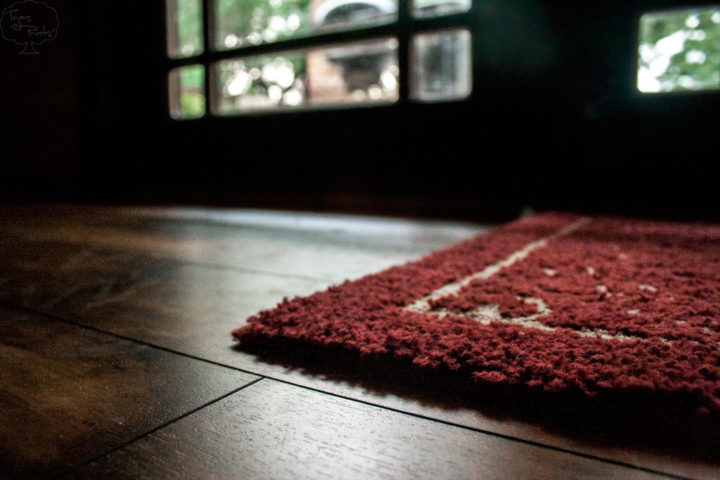 Important tips before placing rugs on hardwood floors for Floors on floors