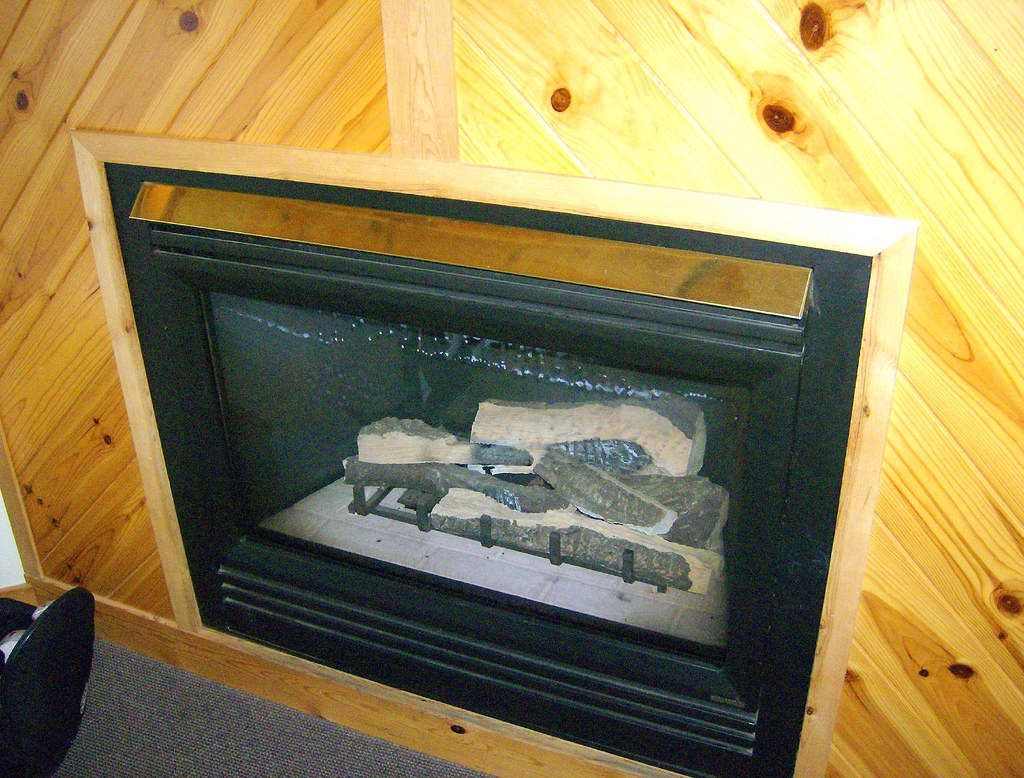 Pros Amp Cons Of Gas Electric And Wood Burning Fireplaces