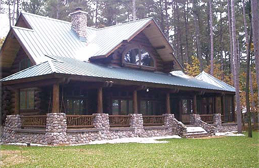 Pictures of stone accents used in log homes the log home for Rock pillars on house