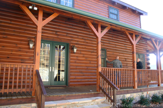 How log home windows porches increase energy efficiency for Windows for log cabins