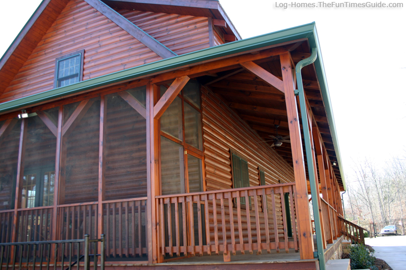 Delightful log cabin with wrap around porch 6 log home for Houses with screened in porches